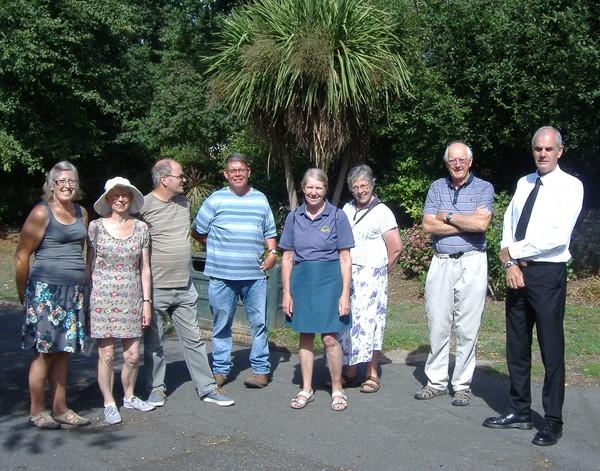 (l-r) Linda Shields, Margaret Lloyd, Peter Lloyd, Ken Wheeler, Sarah Burdett, Janet Griffin, David Burdett, Iain Donald (photo: Margaret Prior)